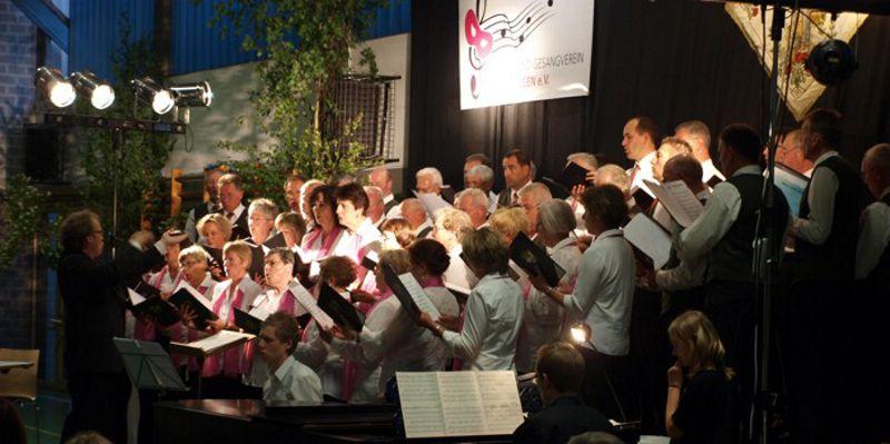 Gemeinsamer Auftritt vom Gemischten Chor Heimertingen und dem Männerchor Herbishofen