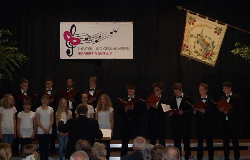 Jugendchor und Männerstimmen der  St.-Martins-Chorknaben Biberach