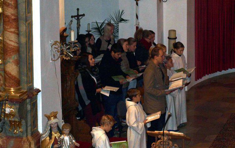 Auftritt des Jugendchores beim Jugendgottesdienst