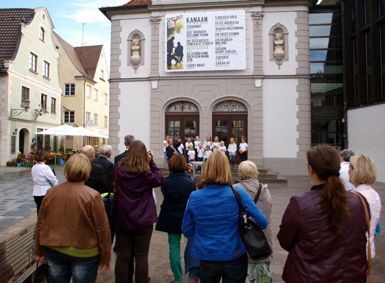 Auftritt des Kinderchores beim Singen in Memmingen