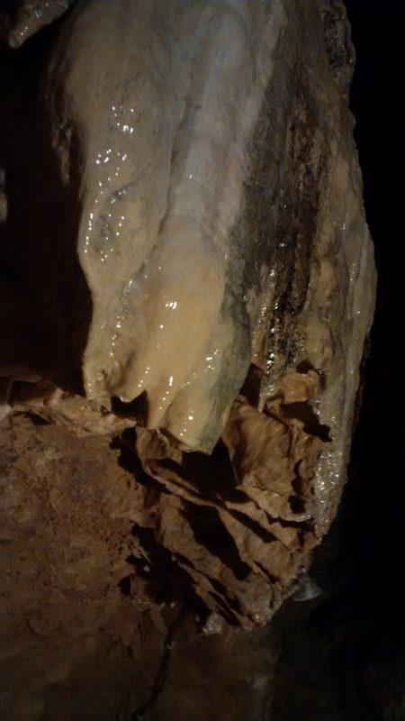 Stalaktiten in der Tiefenhöhle